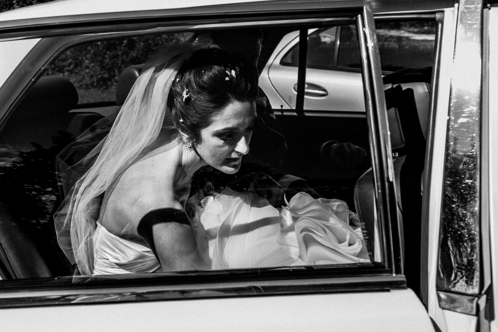 bride on way to hedsor house wedding