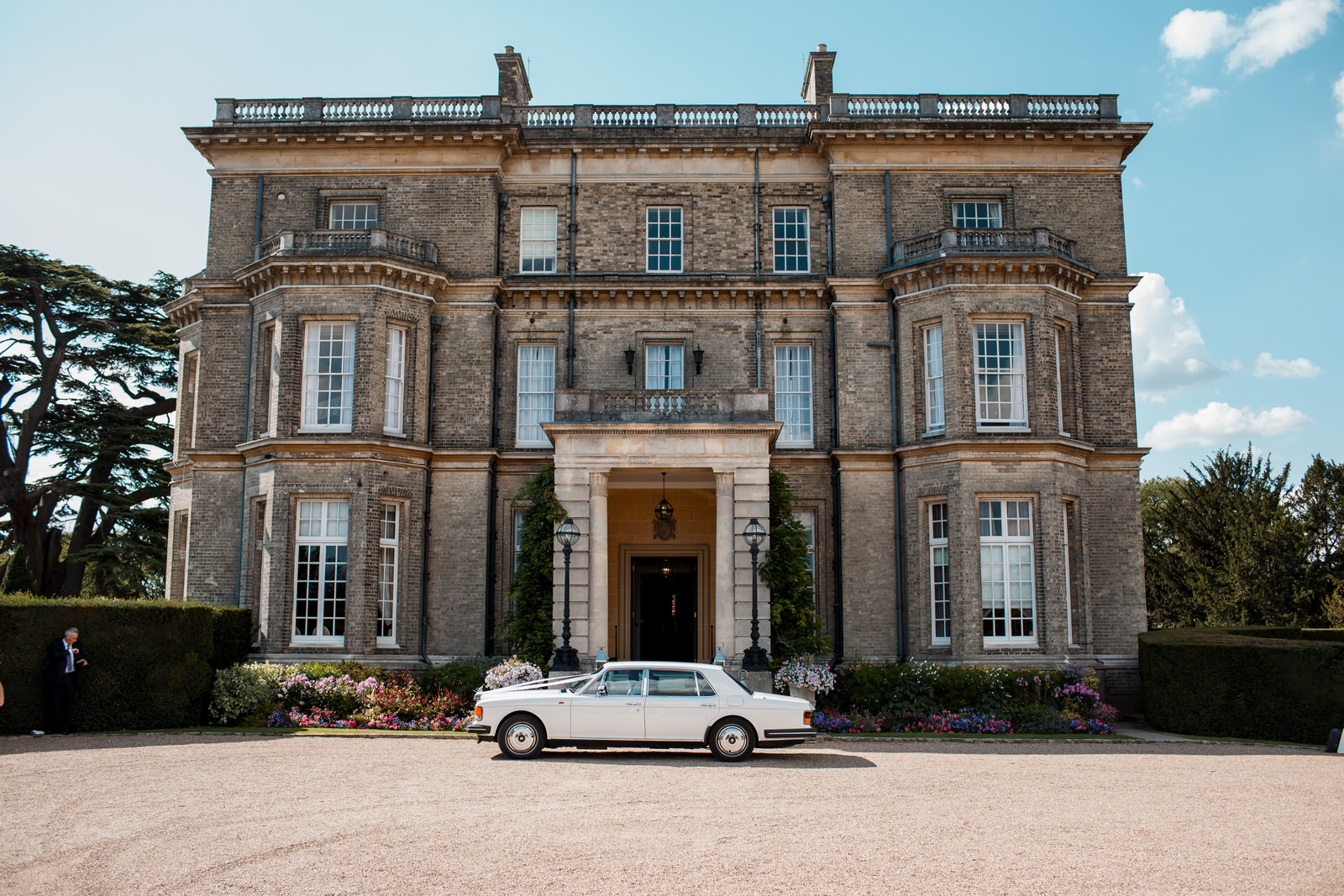bridal car outside hedsor house