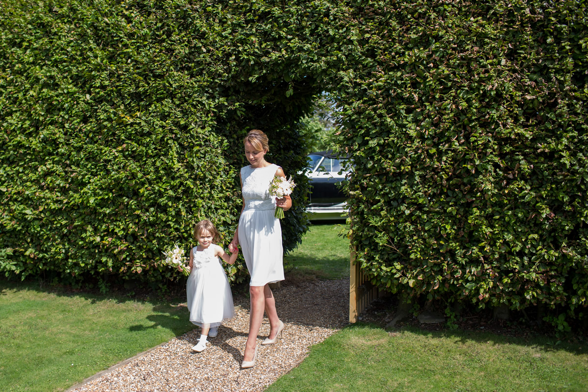 bridesmaids arriving at chapel down winery wedding