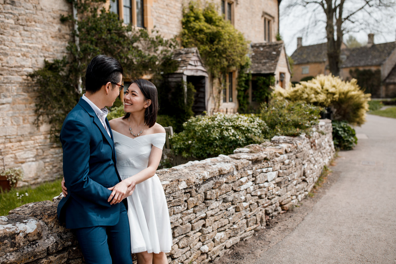 kissing couple in cotswolds