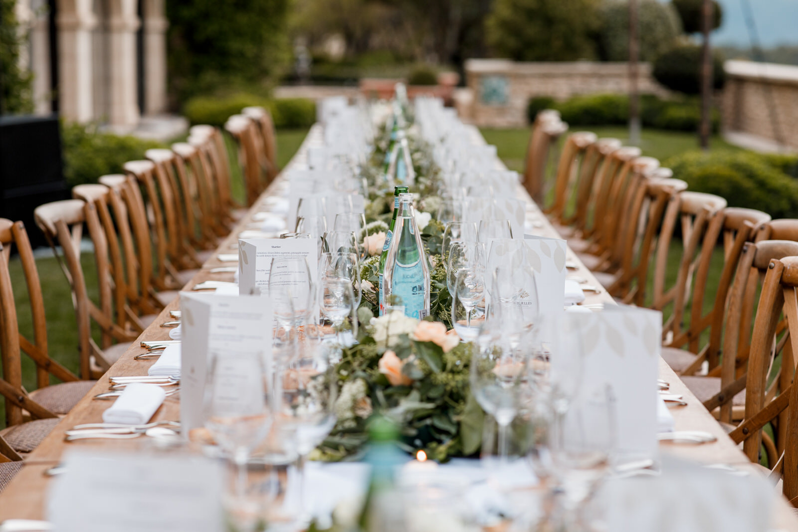 wedding table at la bastide de gordes wedding