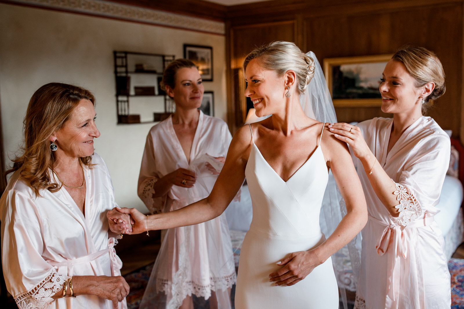 bride getting ready at bastide de gordes hotel