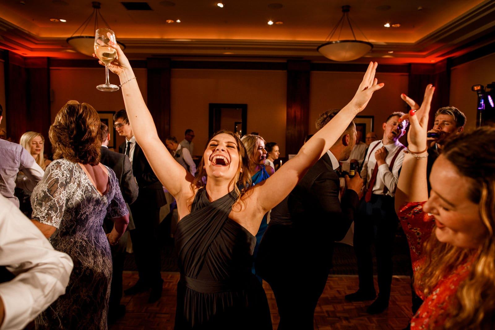 dancing at london wedding party