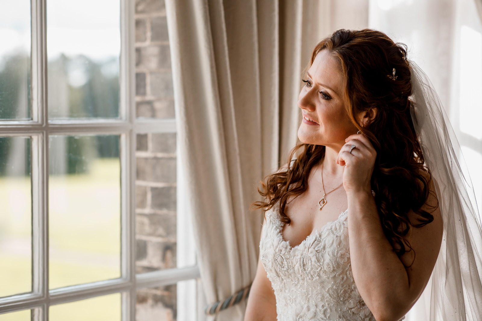 bridal portrait at hedsor house