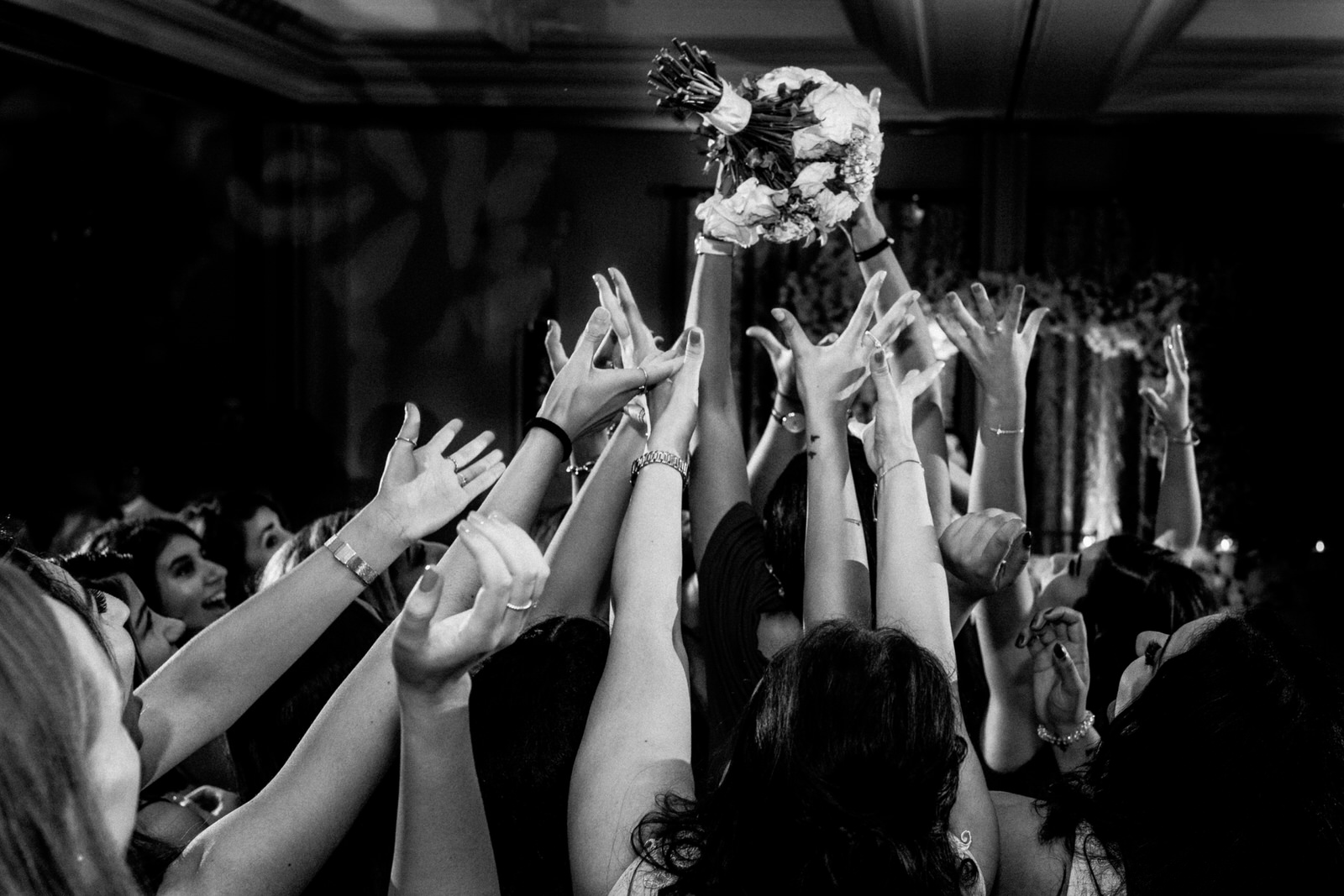 bouquet toss at sopwell house
