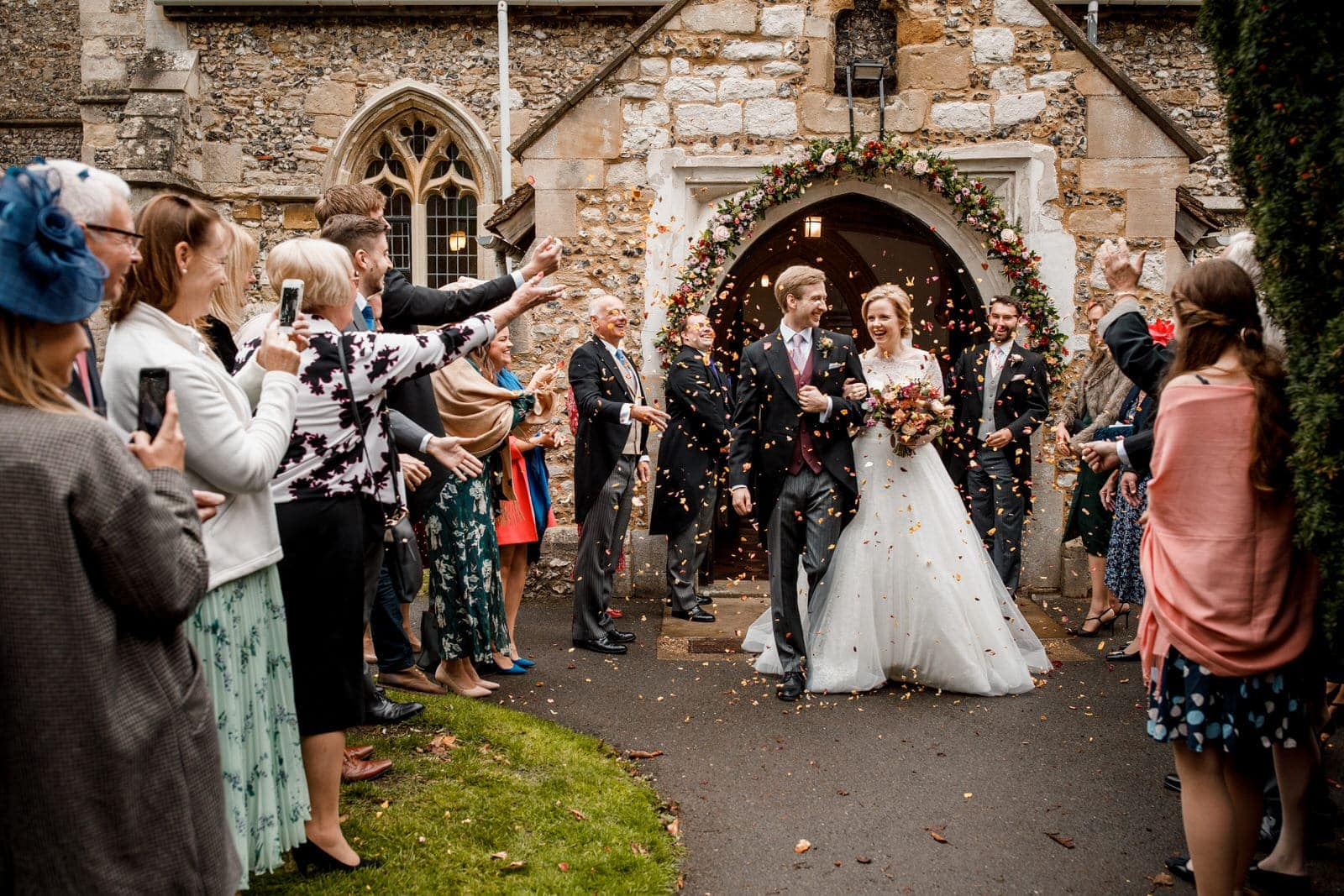 confetti throw at wedding