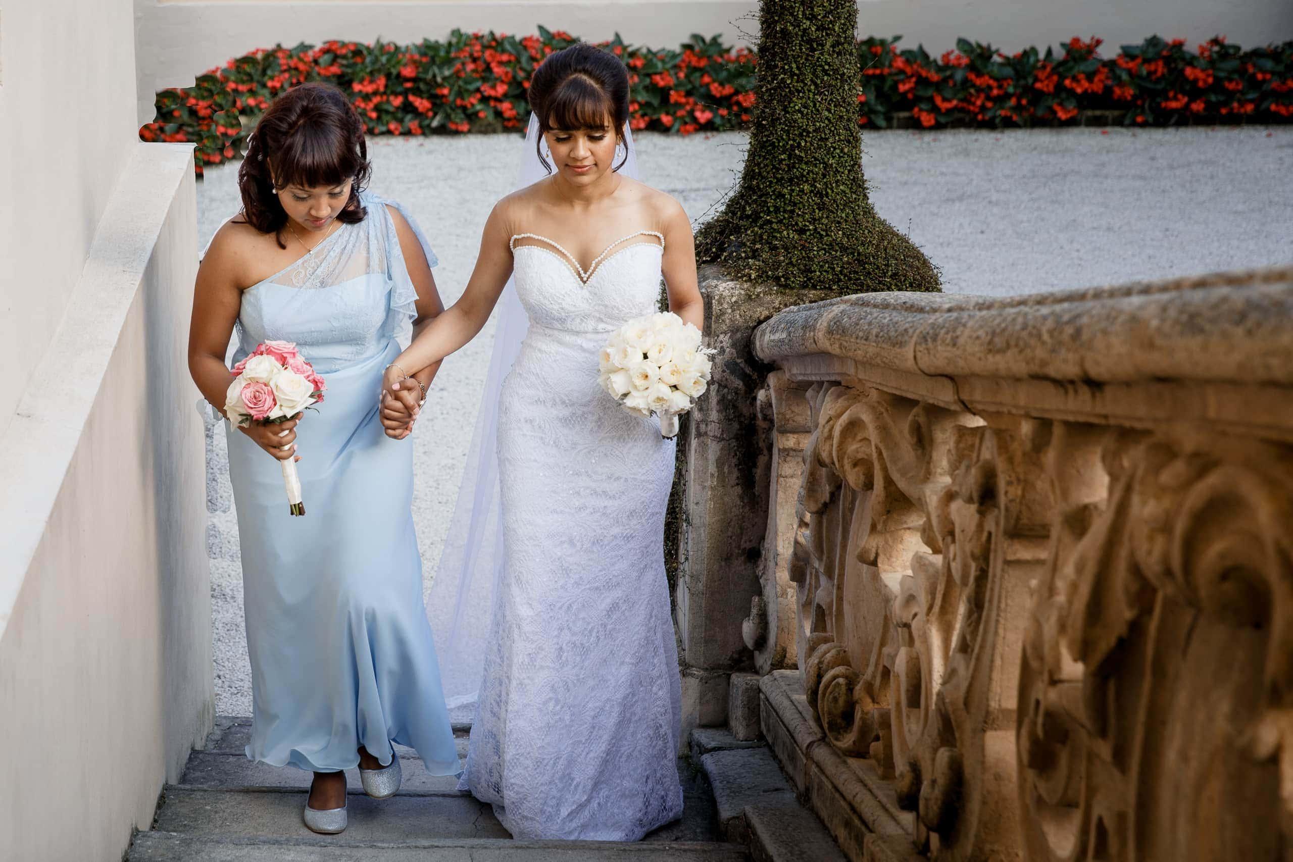 bride arriving at Villa Del Bilbanello