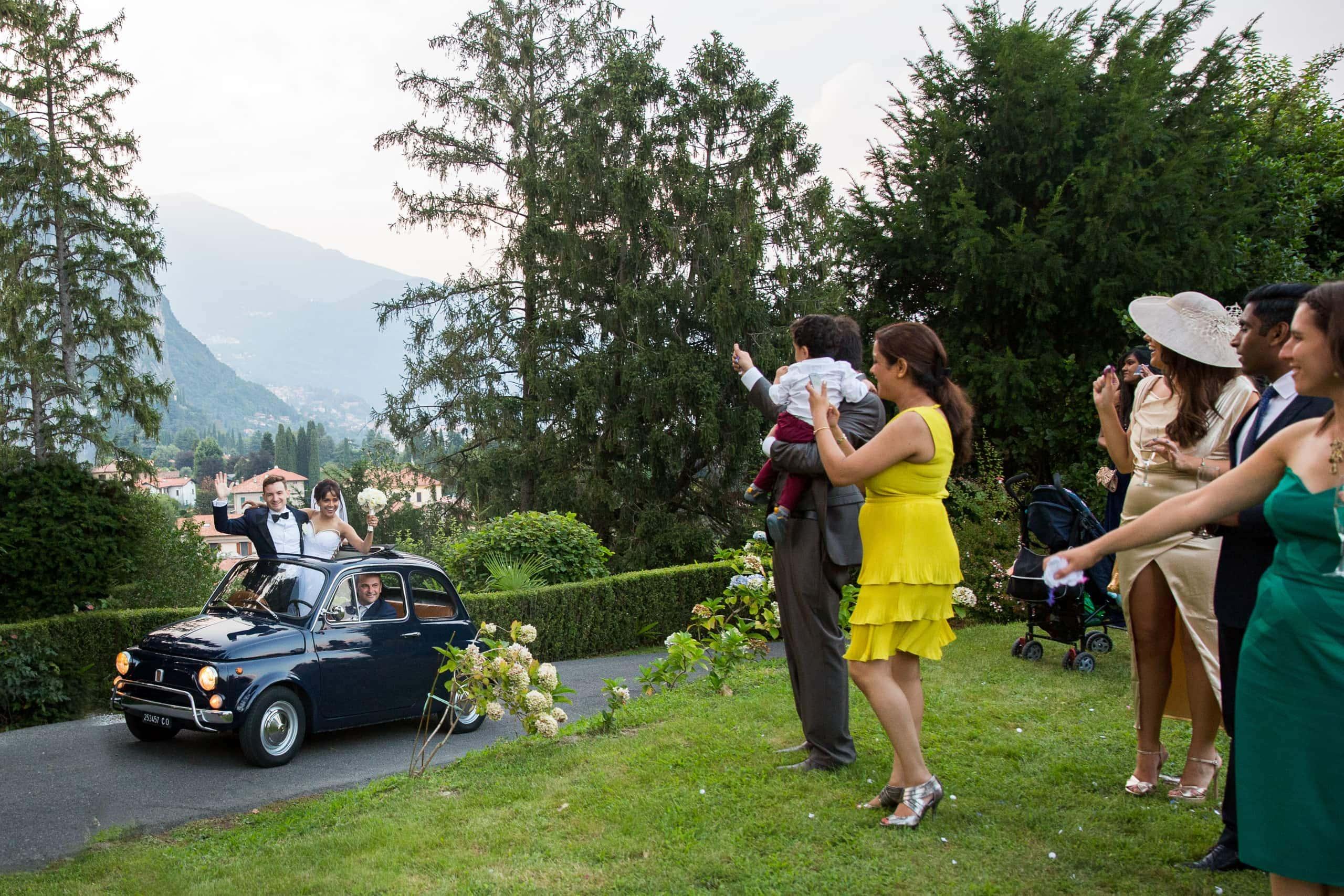 bride and groom arriving at wedding venue in lake como