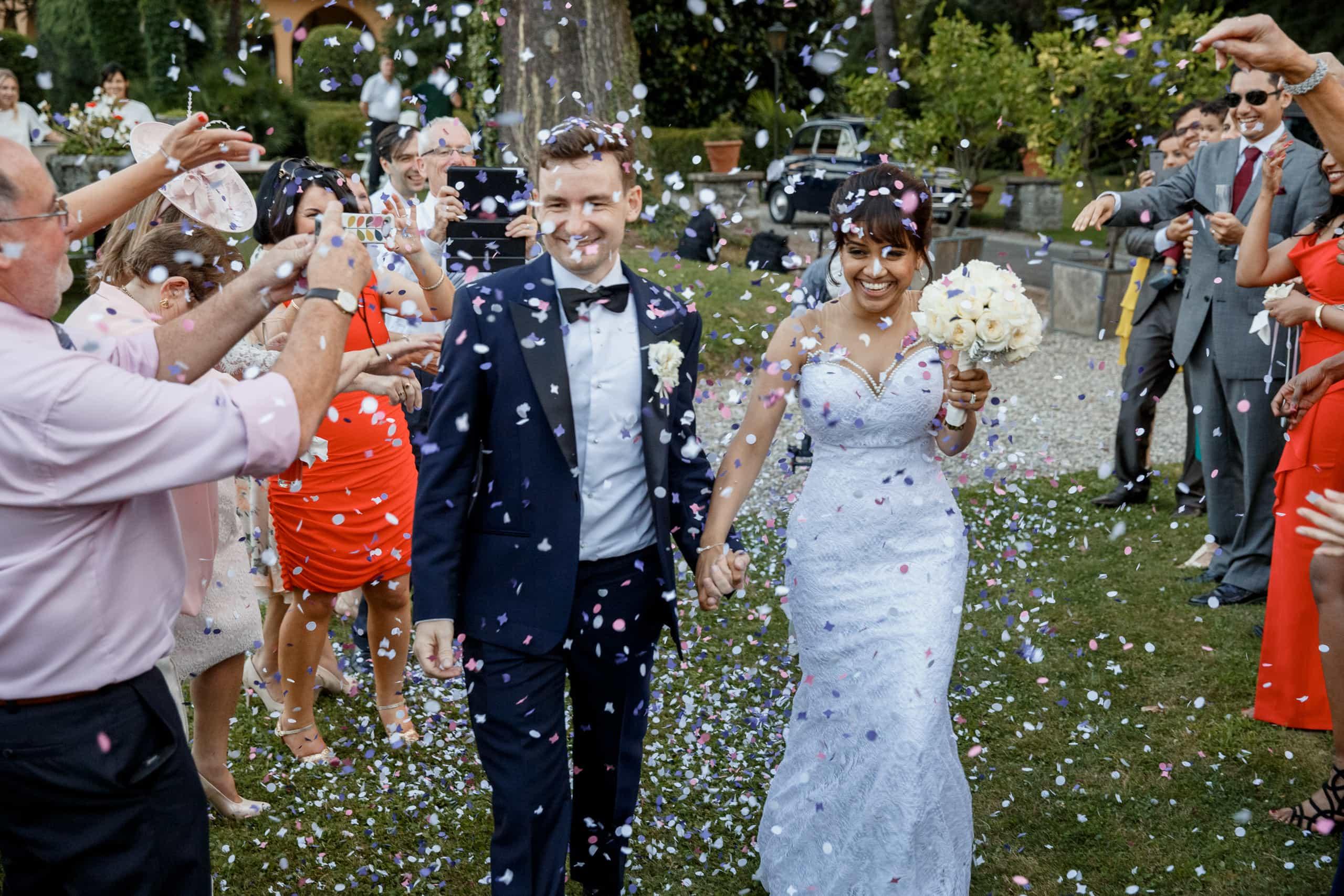 confetti throw at italian wedding