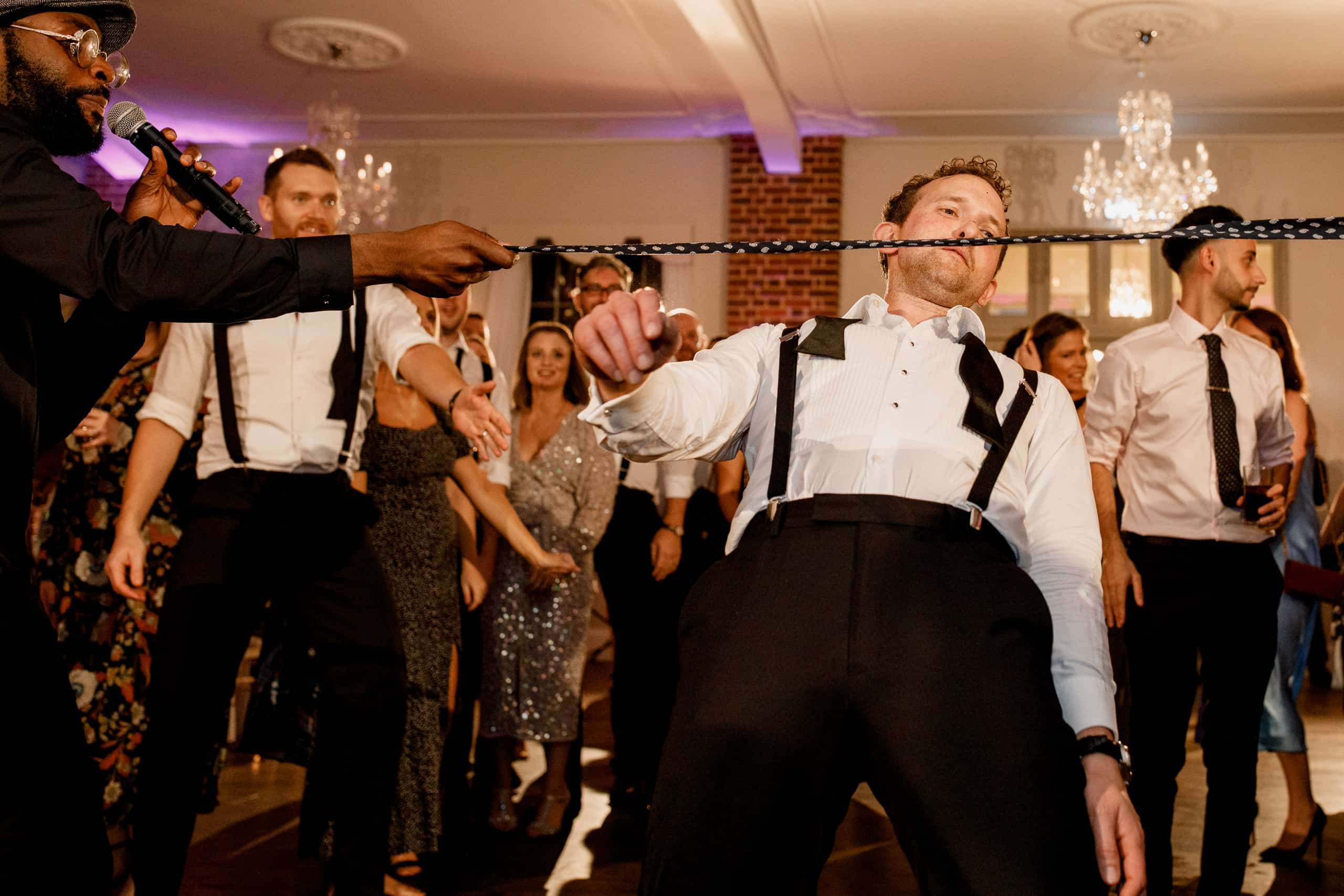 weddding party dancing at offley place wedding