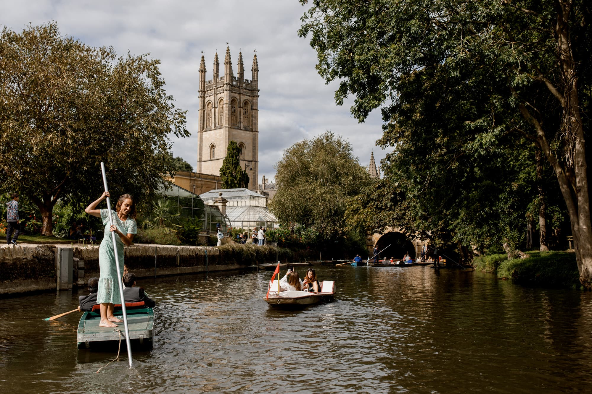 bridesmaid punting in Oxford